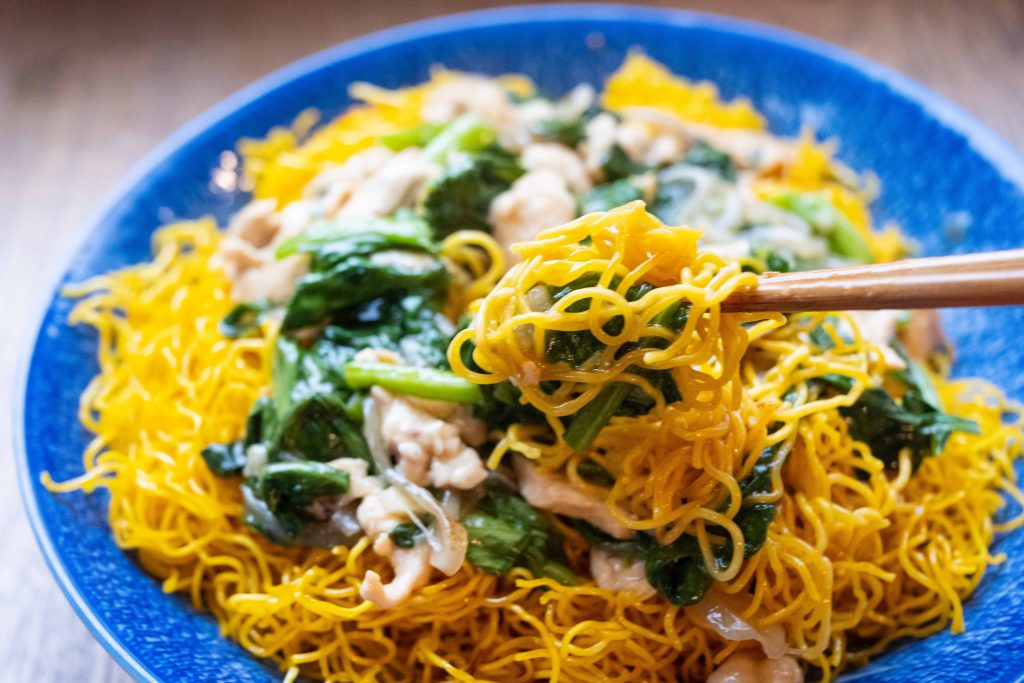 Indonesian chow mein with shallots